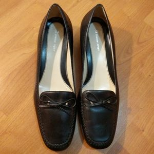 Etienne Aigner bowtie black leather loafers 9 flat